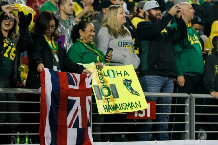 Fans love their Ducks and Marcus Mariota