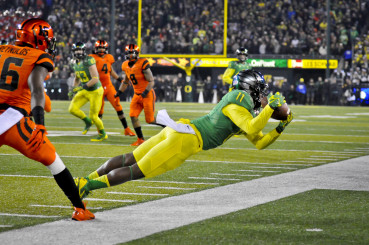 Braylon Addison makes an amazing catch against Oregon State.