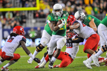 Royce Freeman Hits A Hole In The Pac-12 Championship Game