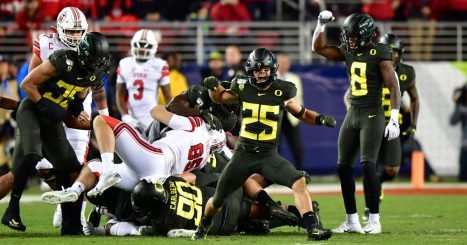 Brady Breeze makes 4th down stop in Pac 12 Championship_Tom Corno.jpg
